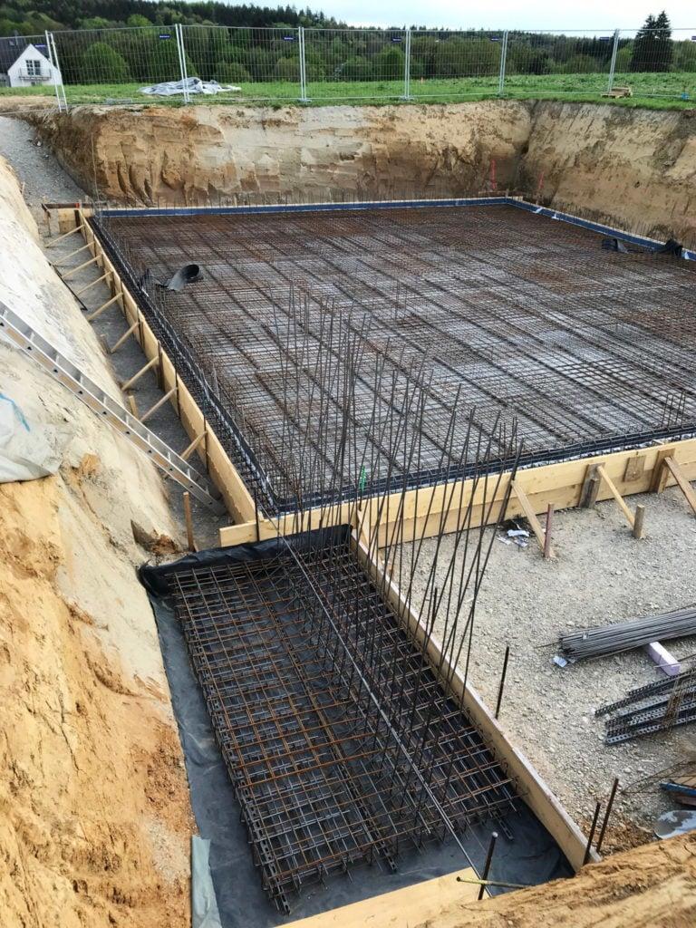 Stahlkonstruktion zur Bewehrung der Bodenplatte für ein Einfamilienhaus